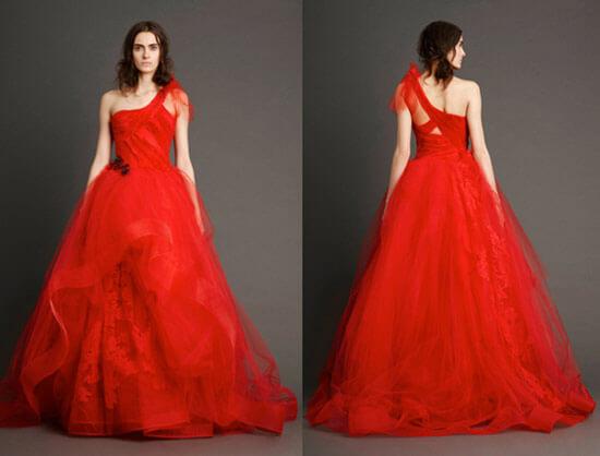 Красное свадебное платье с юбкой из кружева
