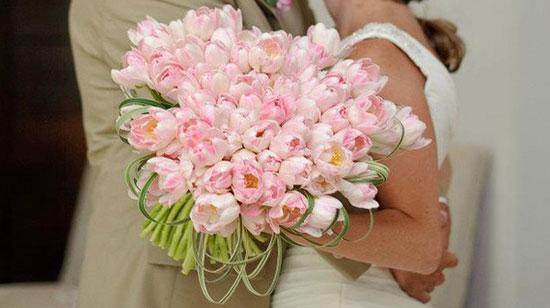 Большой свадебный букет из розовых тюльпанов