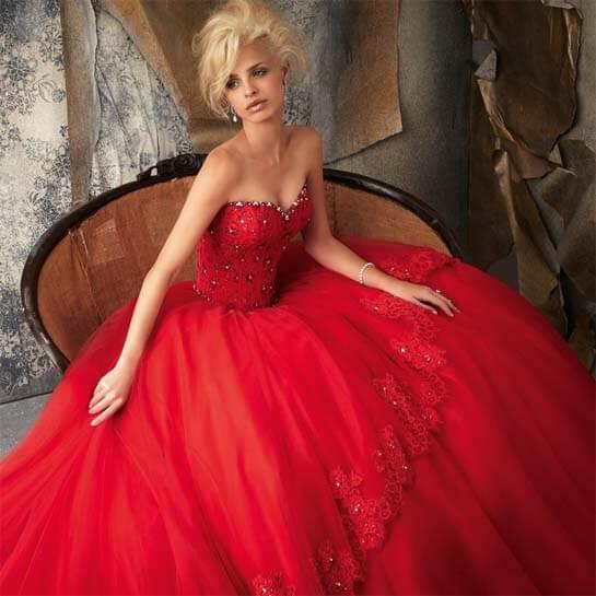 Наряд невесты на свадьбе в красном стиле