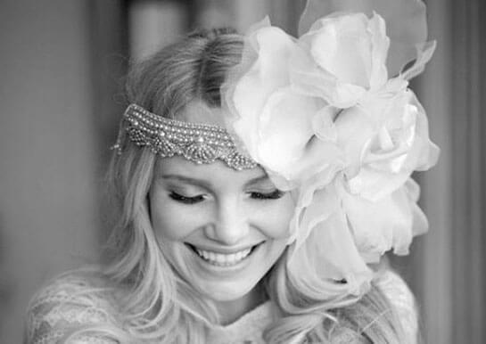 Свадебная прическа с большим цветком