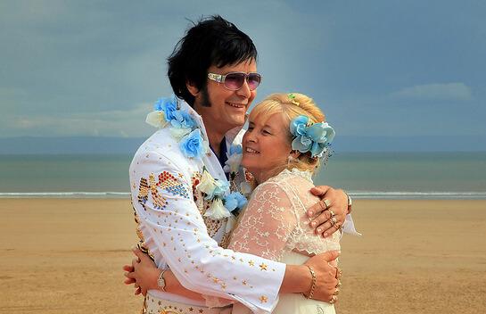 Свадебная пара в стиле Лас-Вегас