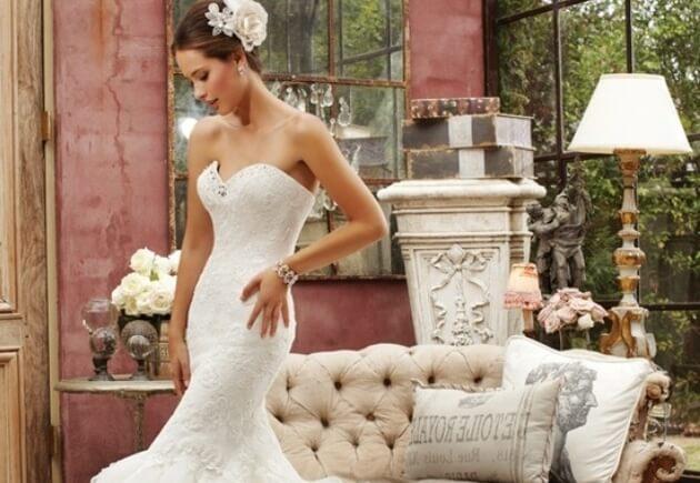Дорогое свадебное платье из кружева