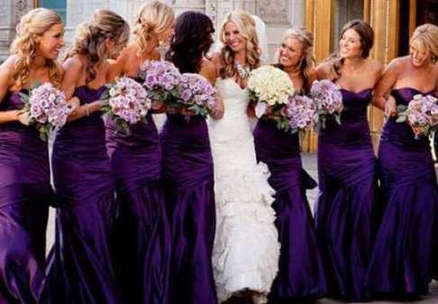 подруги невест в фиолетовых платьях