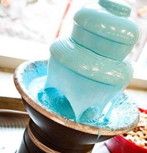 голубой шоколадный фонтан
