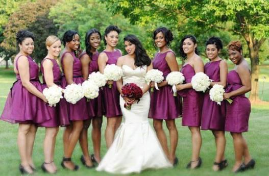 подруги невесты в фиолетовых нарядах
