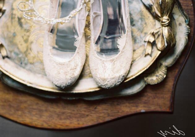 Стильные свадебные туфли без каблука