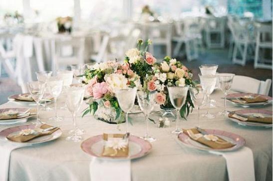 свадебный стол в нежных тонах