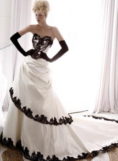 белое платье с черной отделкой и перчатками