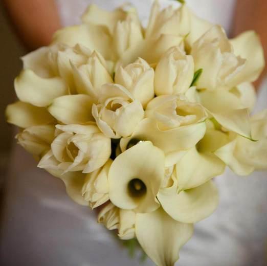 тюльпаны и лилии в букете