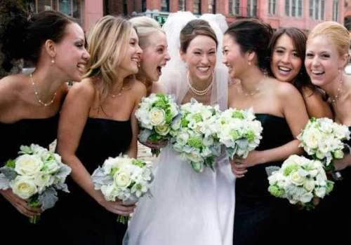 невеста в белом с подружками