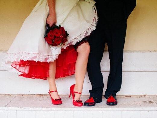 крансая обувь молодожен