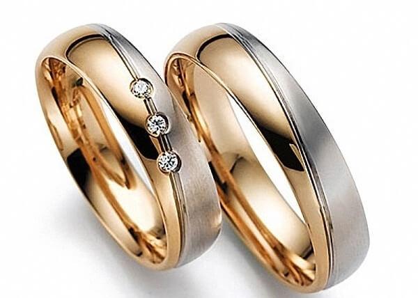 свадебные кольца в двух цветах