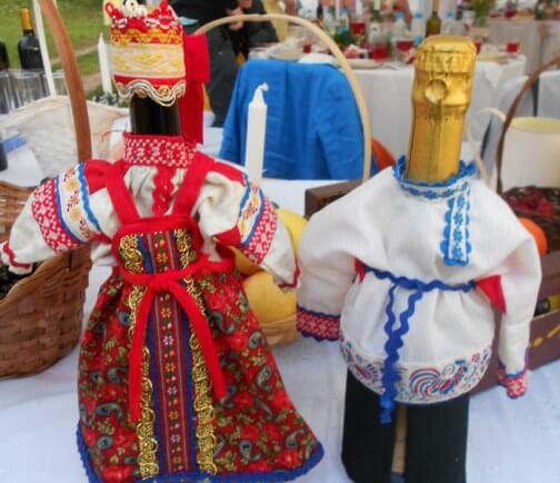 украшение свадебных бутылок в деревенском стиле