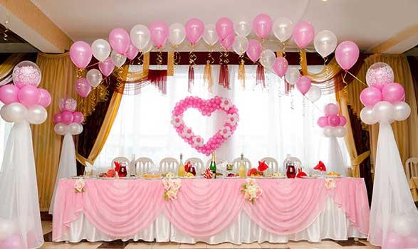 украшение свадебного зала розовыми шарами