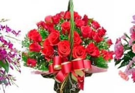 Корзина цветов на свадьбу: изысканность подарка и убранства