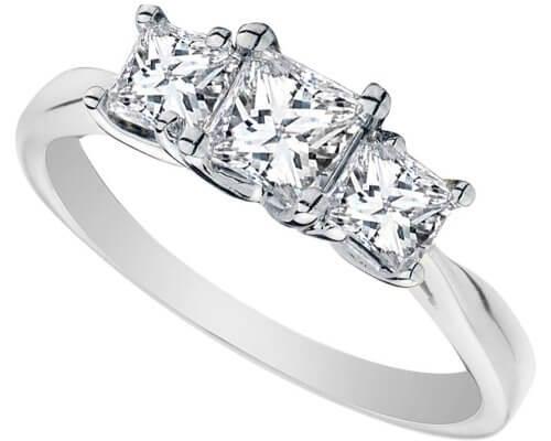помолвочное кольцо с тремя камнями