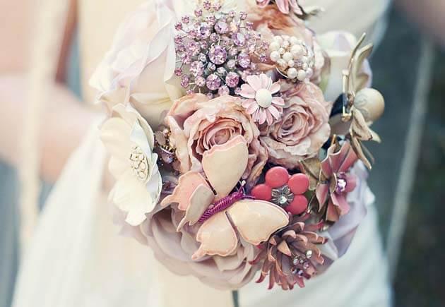 зимний свадебный букет из брошей