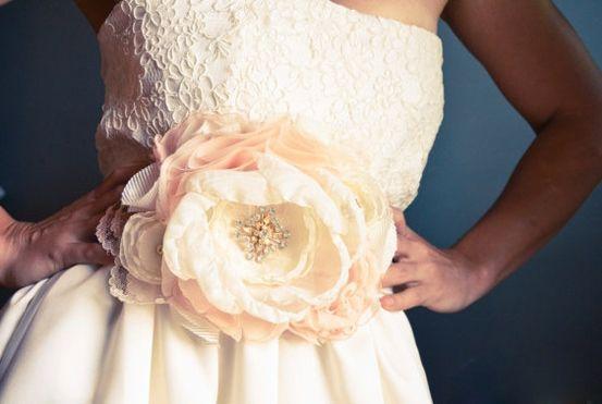 Большие цветы из ткани для платья