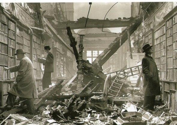 Imagem: Holland House, Kensington, London, 1942. Image by Fox Photo, English Heritage