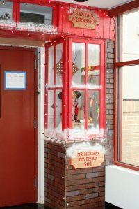 Office Door: Christmas Office Door Decorating Contest Ideas