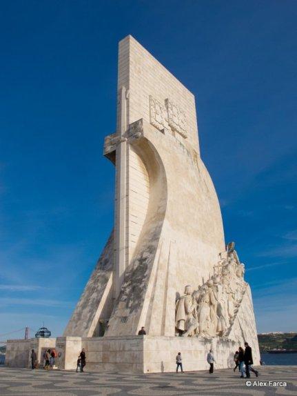 Monumentul descoperitorilor