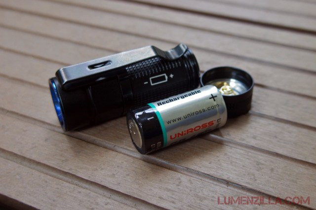 08-olight-s1-baton-using-cr123-battery-positive-faces-tail-to-keep-it-compact