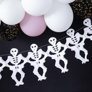 Papirskæde med skeletter