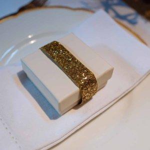 Bånd med guld glimmer