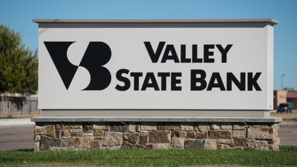 Valley State Bank In Garden City Ks - Luminous Neon Art