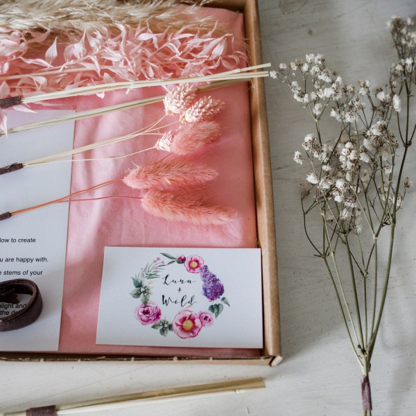 Pink letterbox dried flower arranging kit