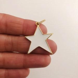 Dije bañado en oro 18k de 36mm Estrella Irregular Esmalte Blanco LDB82028
