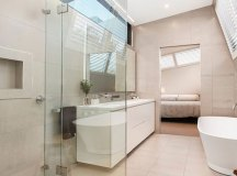 Baker Street House Maximises a Tight Site With Glass and ...