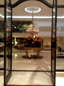 Le Petit Cafe In Beverly Hills Plaza Hotel