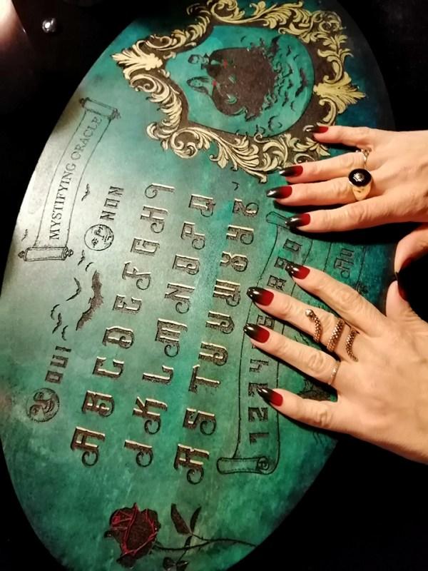 Ouija planche de bois