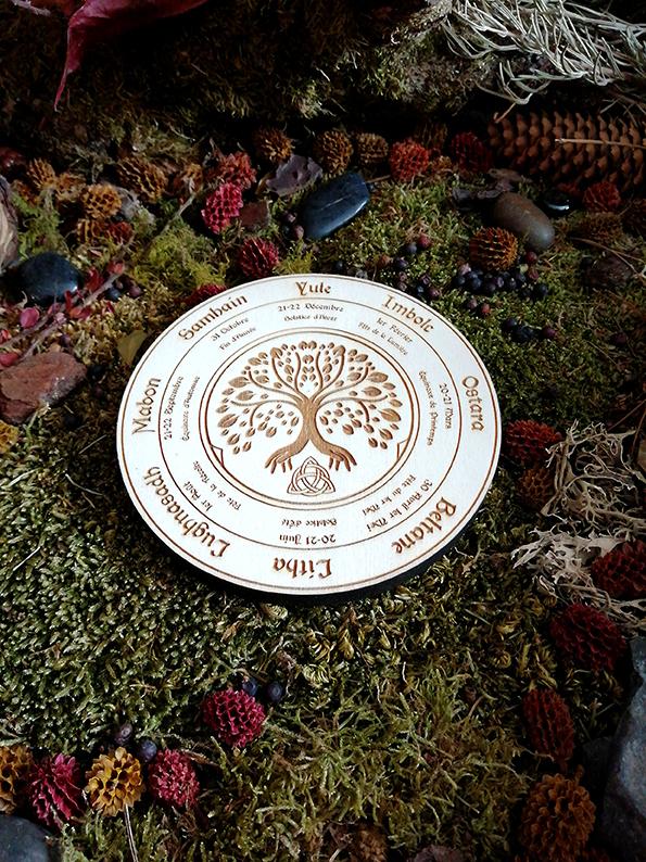 roue wiccan sur bois