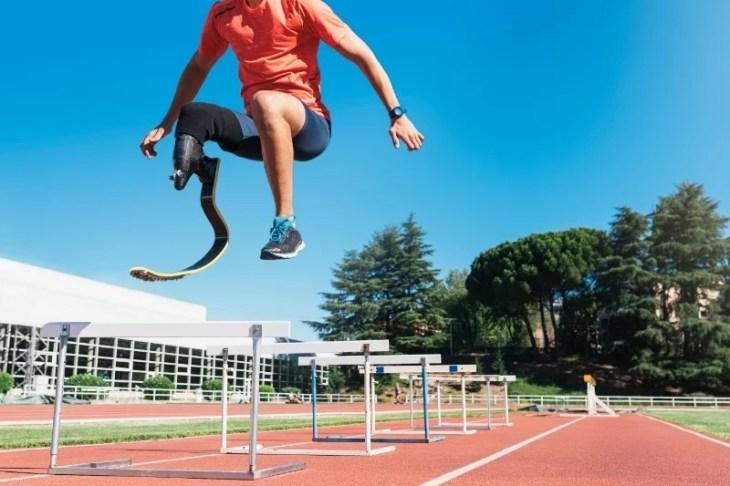 handikappad hoppar högt