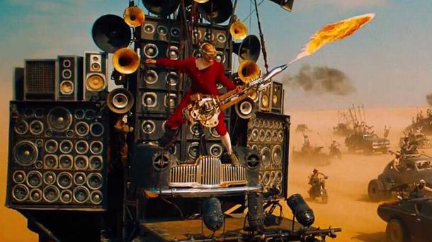 Il-chitarrista-di-Mad-Max-Fury-Road