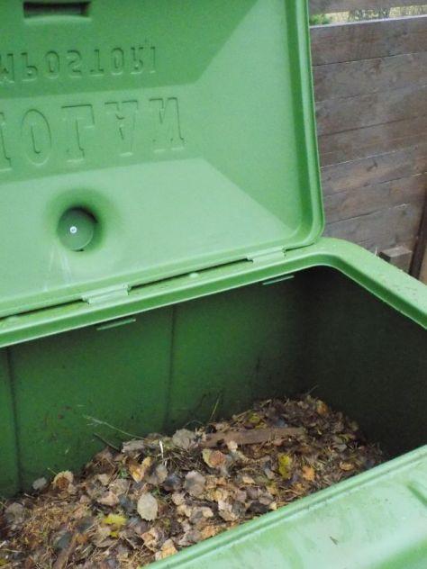 Kompostialueen kunnostusta ja keittiöremonttia