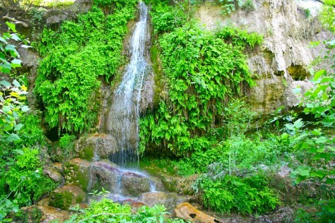 waterfall-264908_640