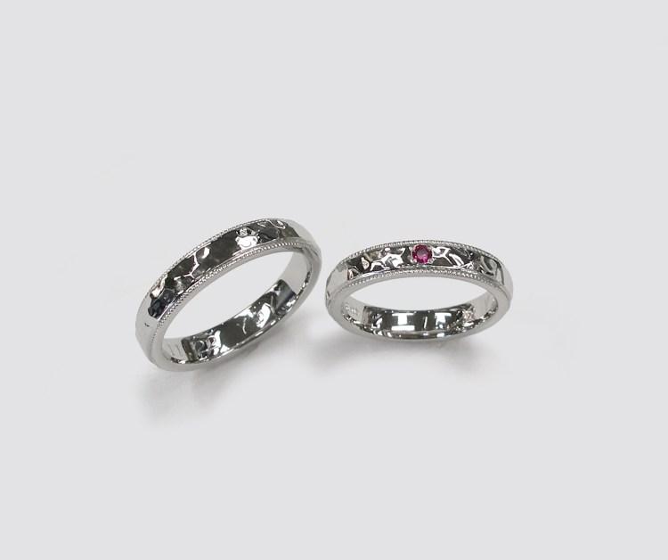 結婚指輪 Pt槌目模様ミル打ちリング