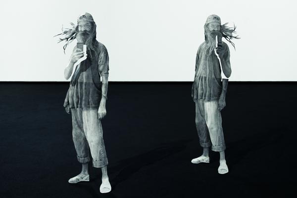 Daniel Otero Torres, El Parcero, 2014, dessin au graphite sur inox, 26 X 72 X 20CM chacun, collection particulière