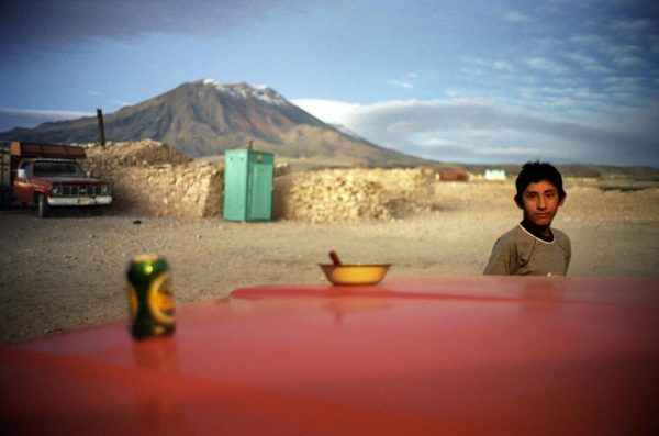 © Claudio Pérez, Volcan San Pedro y San Pablo, del libro Ritos y Memoria, Chile, 2005. Cortesía Galerie NegPos