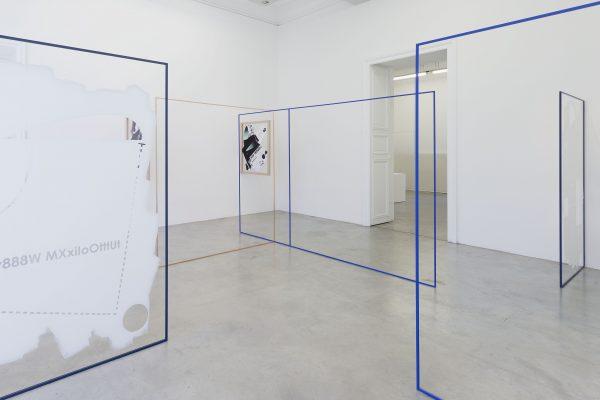 """Vista de la exposición """"¿Cómo te voy a olvidar?"""" en la Galería Perrotin, Paris desde 10 de Junio hasta el 30 de Julio, 2016. José Léon Cerrillo. Foto: Claire Dorn. Cortesía Galeria Perrotin"""