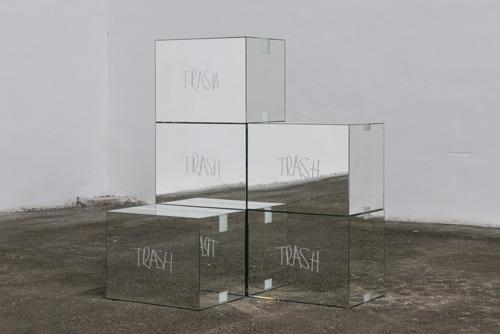 Stefan Brüggemann Trash Mirror Boxes (After MV), 2015 © Cortesía del artista y de Parra & Romero