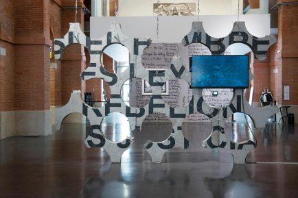 Ivan Argote, If Hunger Is Law Rebellion Is Justice, Sleep More to Be Less Tired, 2016 © courtesy de l'artiste et de la Galerie Perrotin, Paris-New York ; photogr. Sylvie Léonard