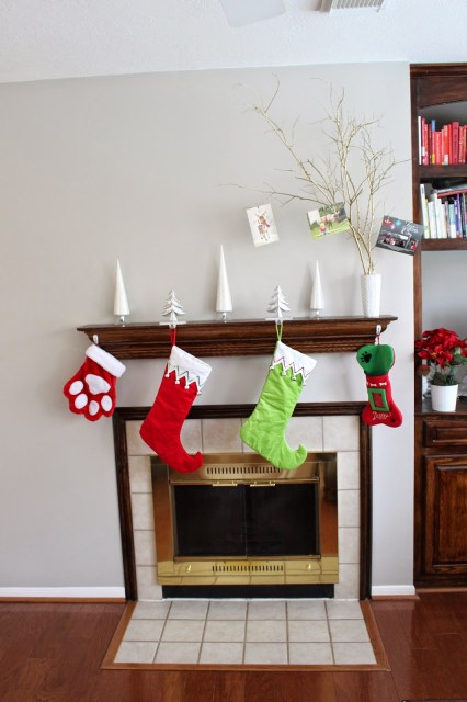 Simple Christmas Mantle