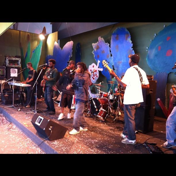 """Realidade Negra"""" ao palco da Fliizona. Hip hop quilombola do Campinho!"""""""