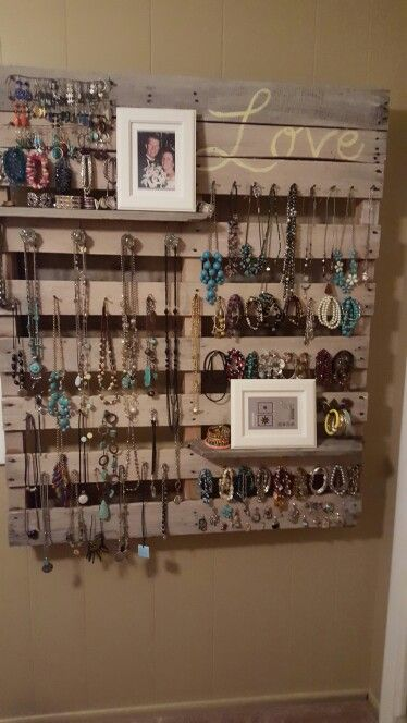 DIY Pallet Wood Jewelry Organizer