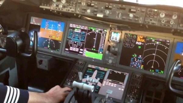787-cockpit