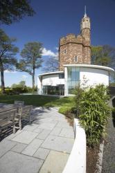 Modern Interior Design Integrating English Medieval Towel into Contemporary Home